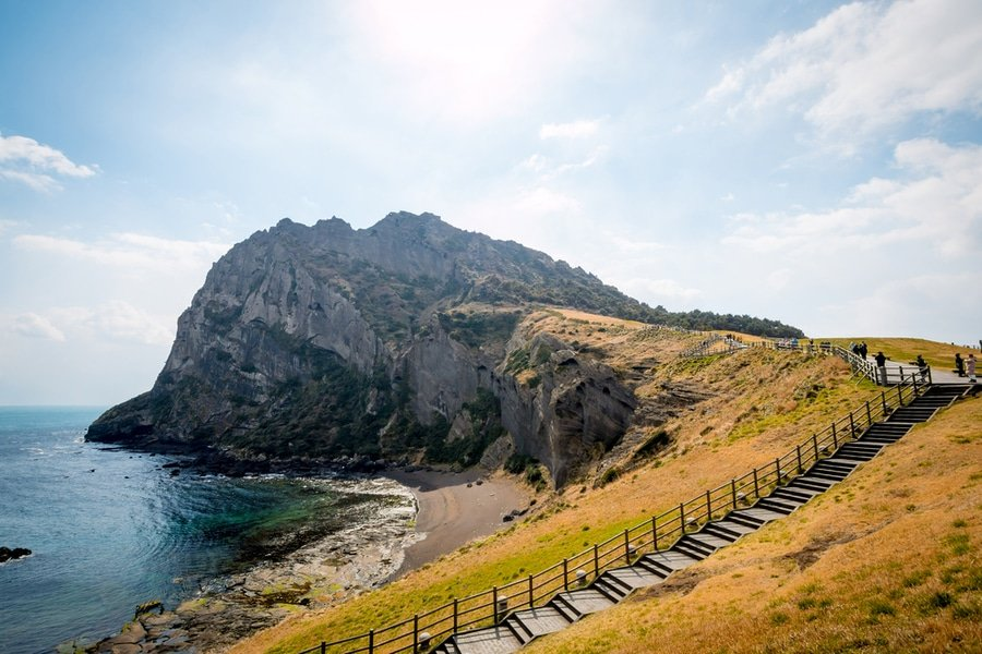 Scenery of Seongsan Ilchulbong (Sunrise Peak), archetypal tuff cone on Jeju Island (Pradit.Ph / Shutterstock)